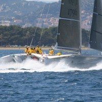 """""""Water-Wizards"""" chasing """"l'Hydroptère DCNS""""  next to Hyères"""